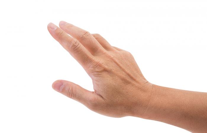 manos-rejuvenecimiento-clinica-estetica-hombre-clever-man-sevilla