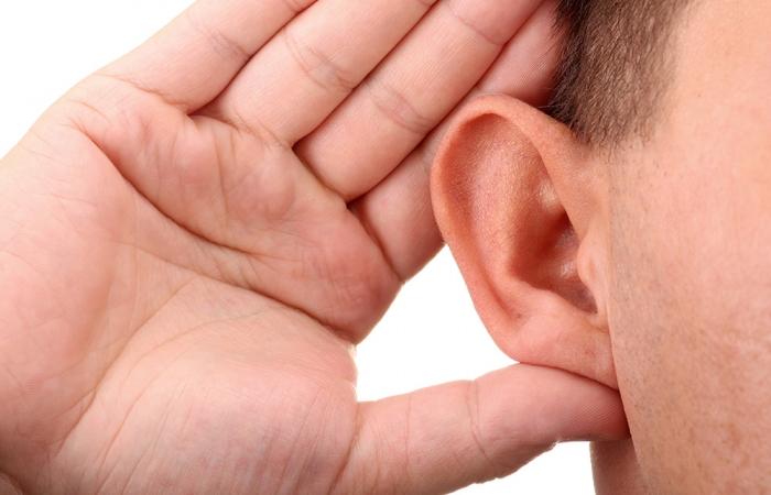 oreja-soplillo-clinica-estetica-hombre-clever-man-sevilla